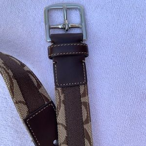 Coach women's belt, gorgeous and chic
